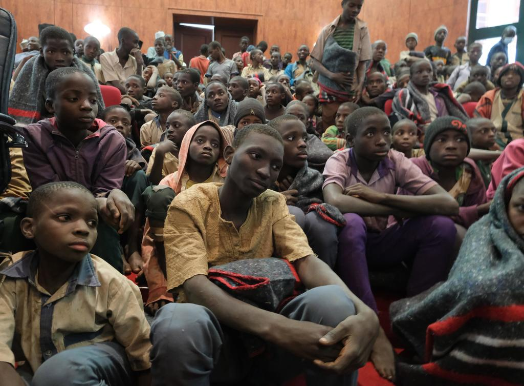 Secuestradores piden comida para más de 100 alumnos raptados en Nigeria