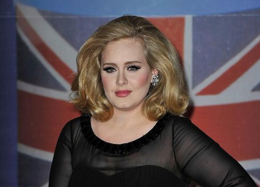 Adele reaparece con su reacción a victoria de Inglaterra en la Euro