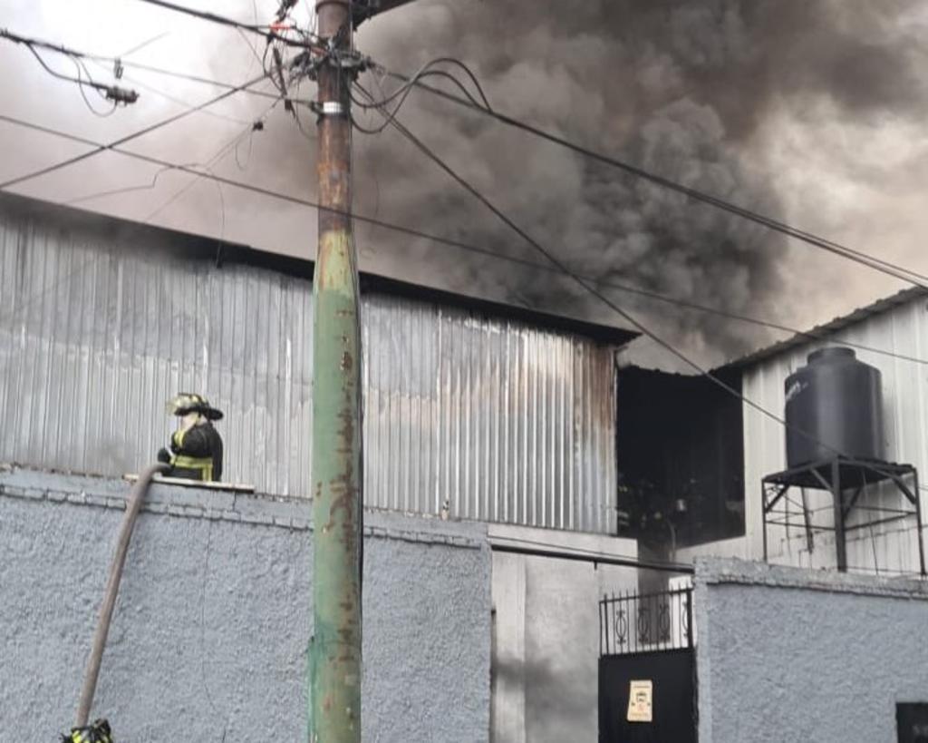 VIDEO: Bomberos controlan incendio en San Simón Ticuman, en Benito Juárez