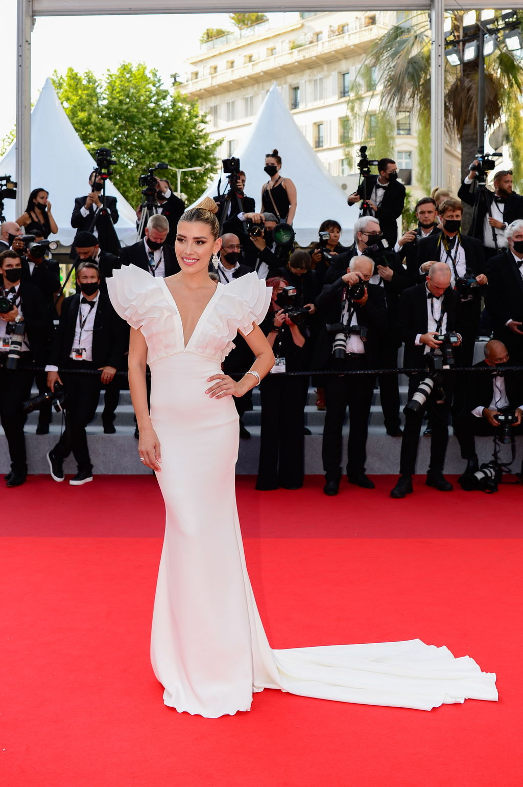 Michelle Salas sorprende con su belleza en Cannes