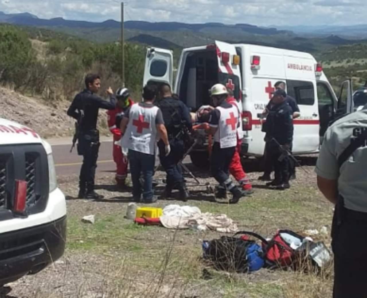 Volcadura de camión deja un fallecido y cinco heridos