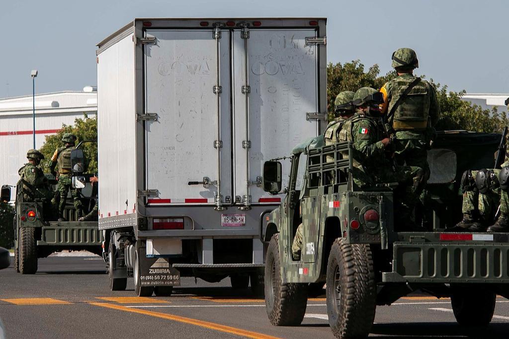 Militares y policías de Tamaulipas vigilan el 'tramo del terror'; los atacan