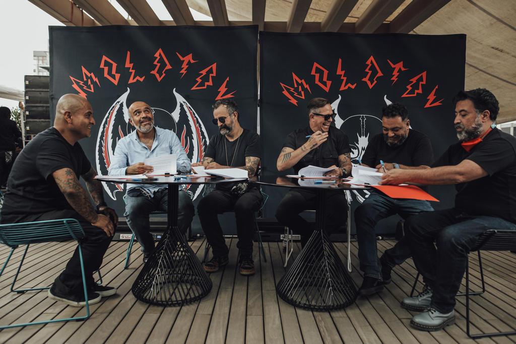 Molotov firma acuerdo exclusivo con Warner Music México