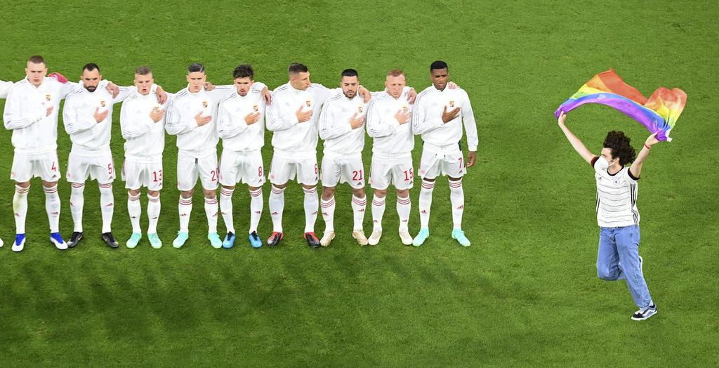 UEFA sanciona a Hungría por comportamiento discriminatorio de sus aficionados en la EURO 2020