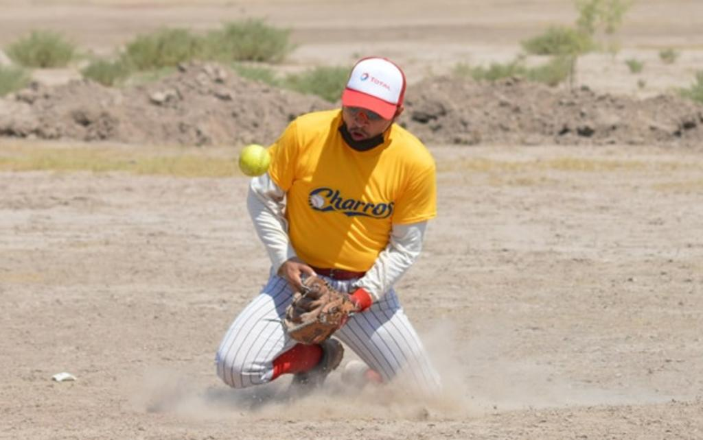 Potentes batazos en la Liga Municipal de Softbol
