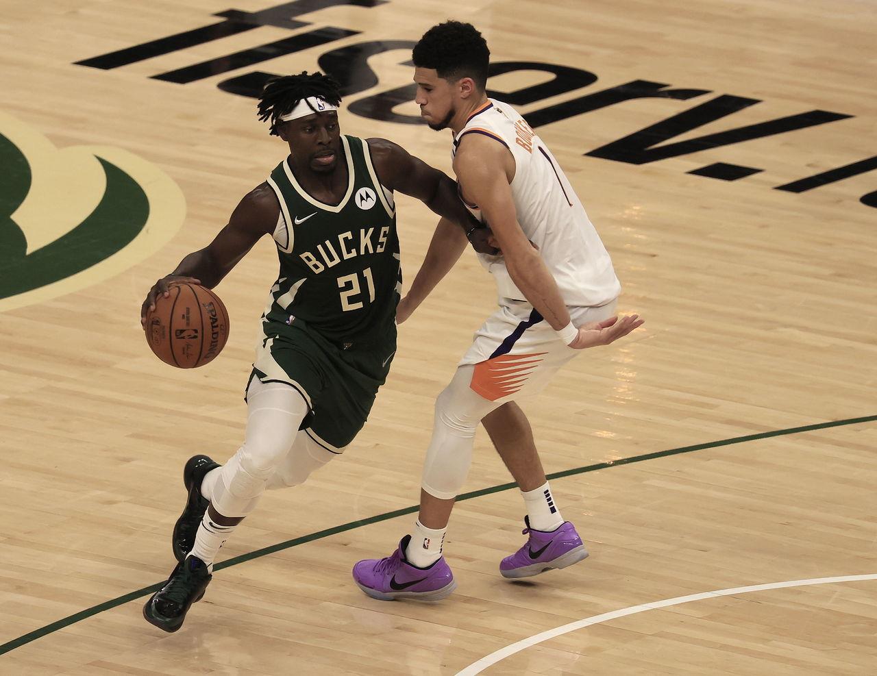 Bucks acortan distancia en Final