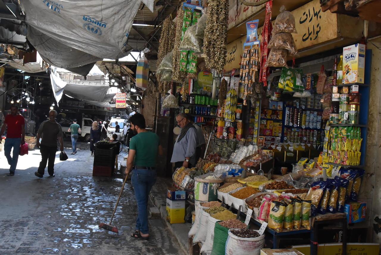 Al Asad sube el 50% sueldo a funcionarios