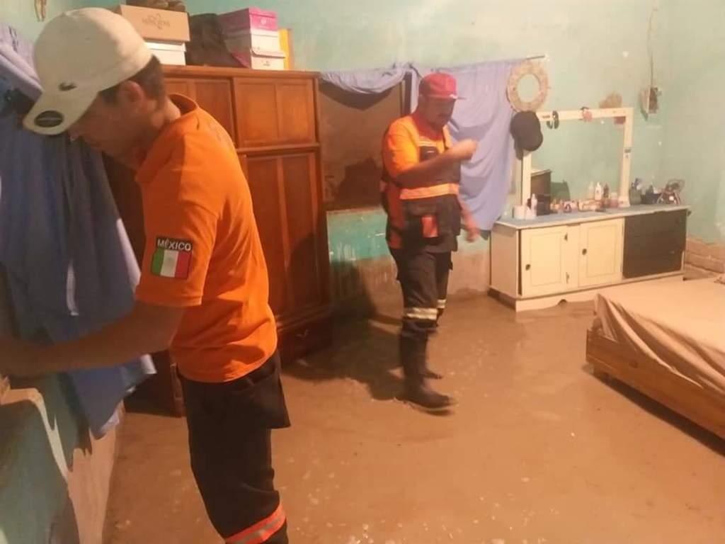 Se inundan viviendas en poblado La Goma de Lerdo