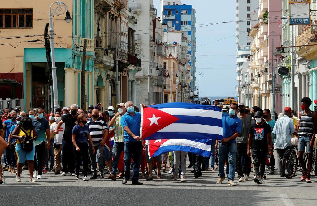 Cuba amanece en calma y sin internet móvil después de una jornada de protestas masivas
