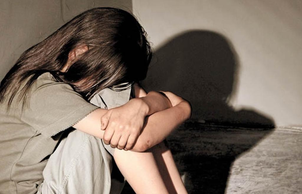 Mujer que fue abusada de niña se venga de su agresor; lo asesinó en un hotel