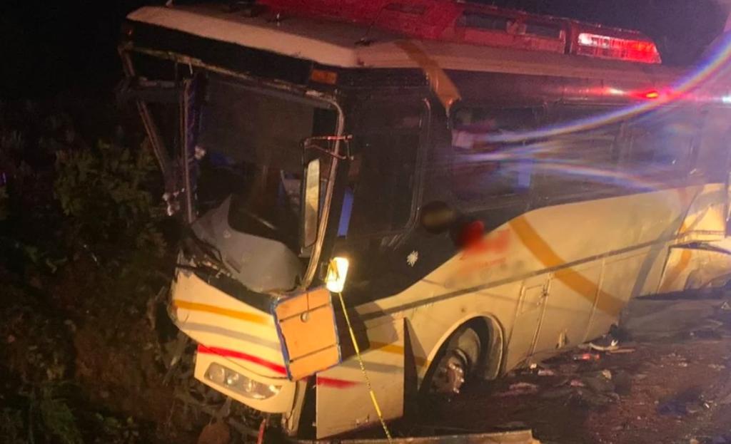 Accidente en la autopista Guadalajara-Tepic deja cuatro muertos y 16 lesionados