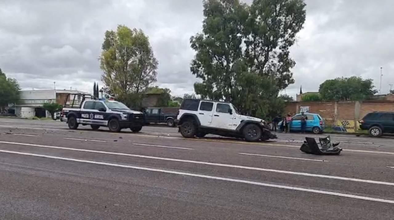 Tres lesionados en aparatoso choque en Vicente Guerrero