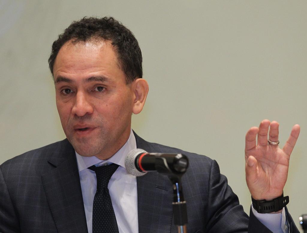 En lo que es ratificado como gobernador del Banxico, Herrera dará clases en el Colmex