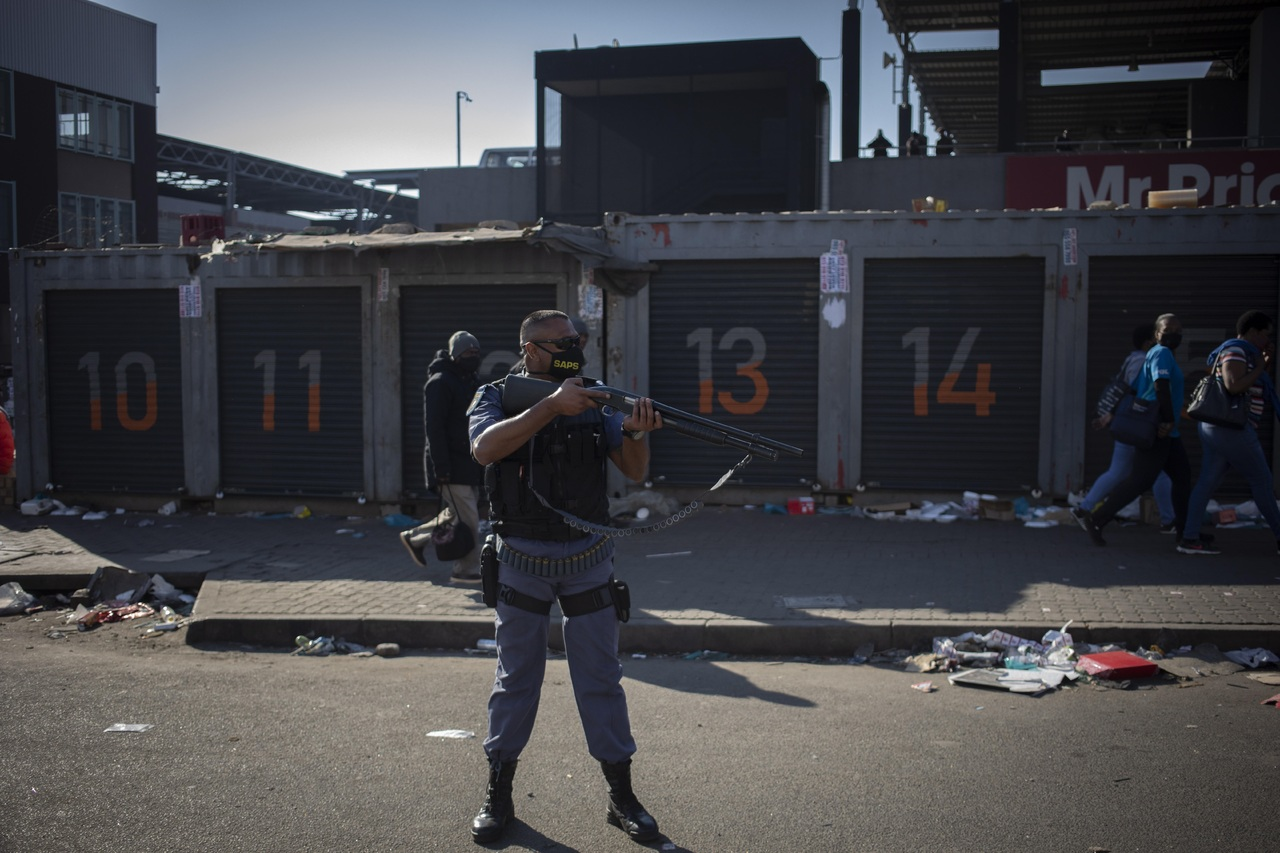 Sudáfrica: disturbios dejan 10 muertos