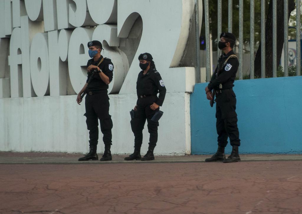 Tras una ola de arrestos, una veintena de jóvenes opositores abandona Nicaragua