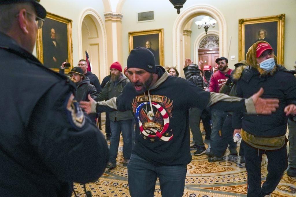 Juez accede a liberar a un asaltante del Capitolio de Estados Unidos