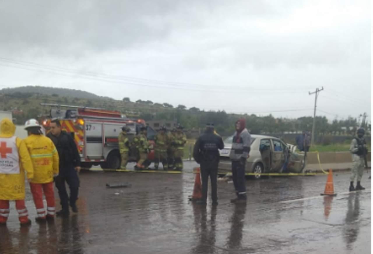Auto se impacta contra muro de contención en la Durango-Parral; hay dos fallecidos