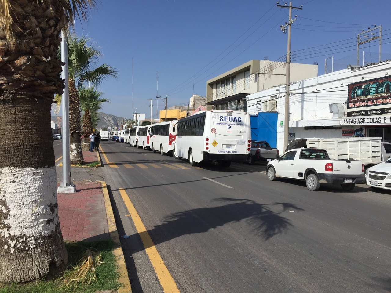 Transportistas de Gómez Palacio realizan manifestación