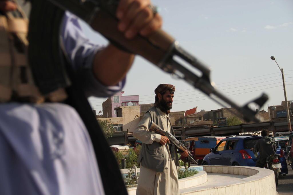 Estados Unidos empezará este mes a sacar de Afganistán a quienes apoyaron sus tropas