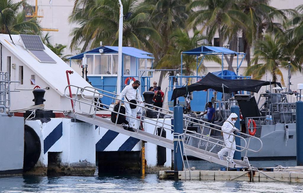 Embarcación turística se hunde en Caribe mexicano; mueren tres personas