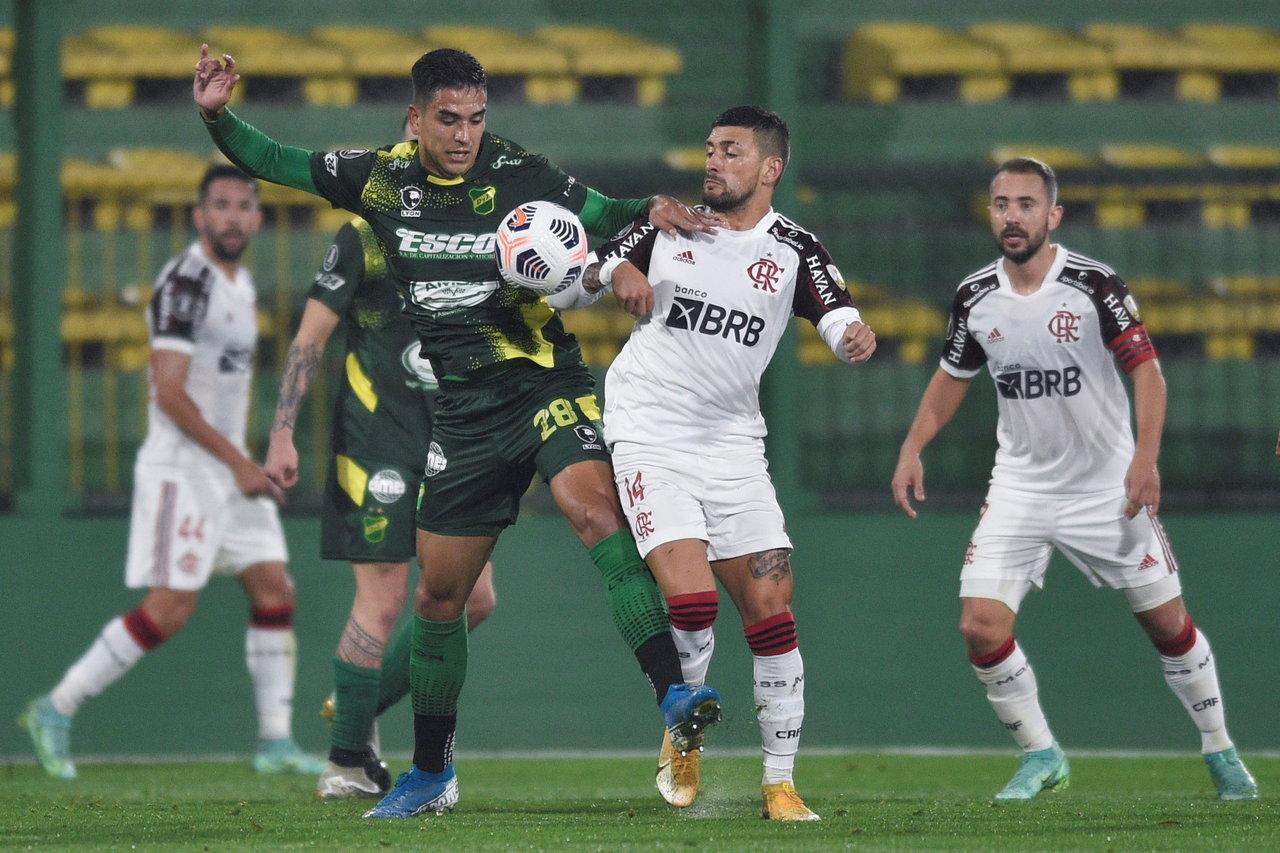 Flamengo de Brasil se impone a domicilio ante Defensa y Justicia en Copa Libertadores