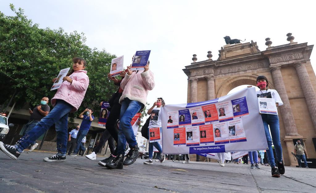 Maestros protestan por desaparición de profesor y su primo en Celaya