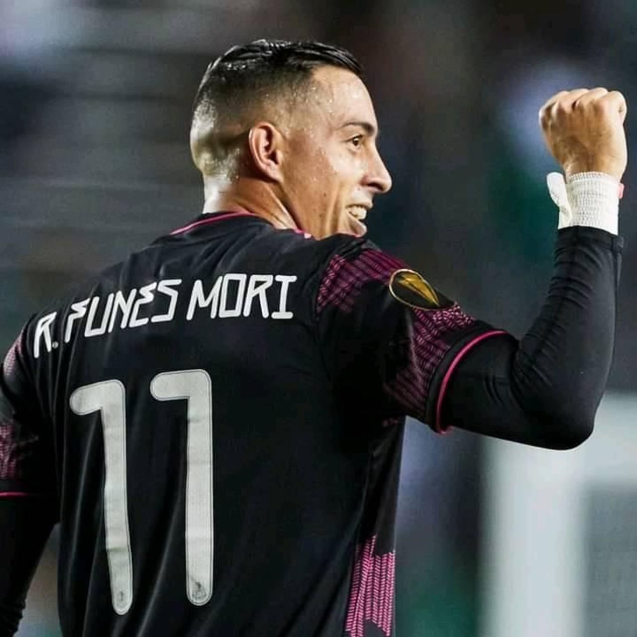 México mejora con goliza