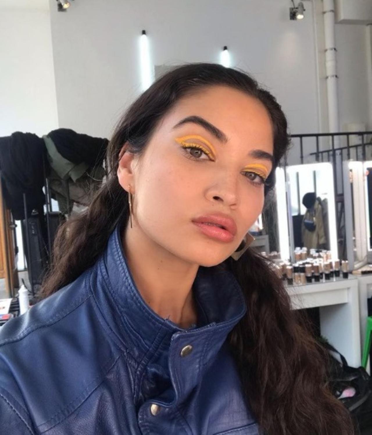 Maquillaje de ojos neón: cómo llevarlo