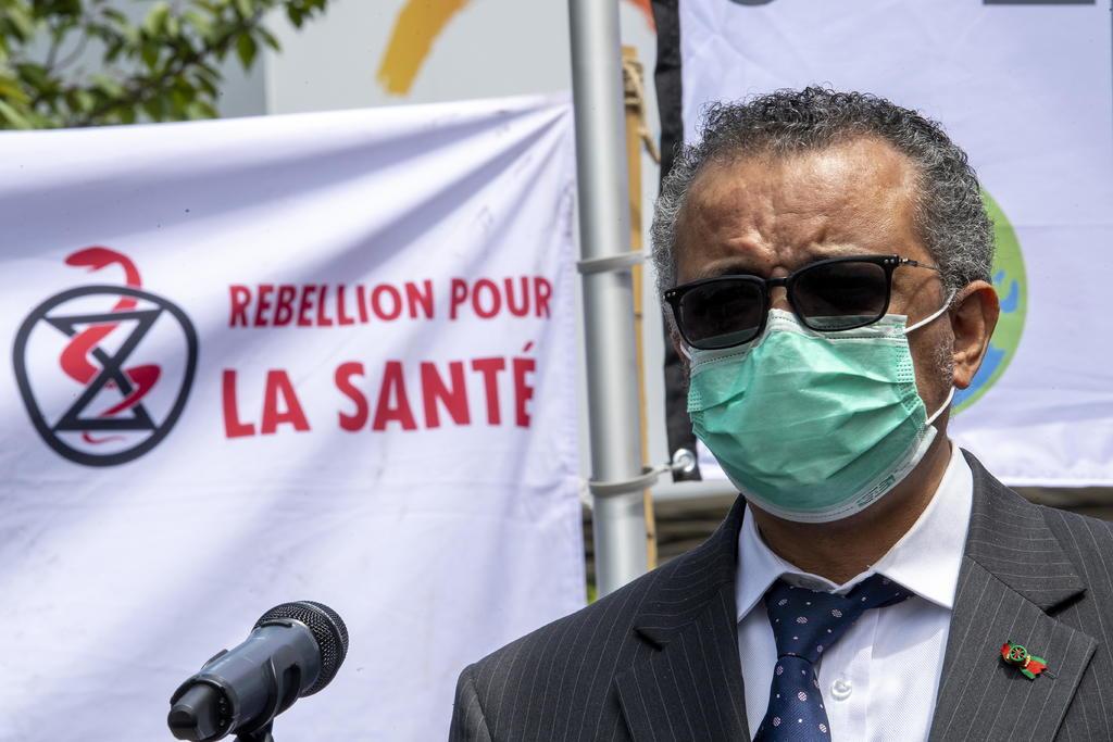 El director de la Organización Mundial de la Salud pide a China más transparencia sobre el origen del COVID