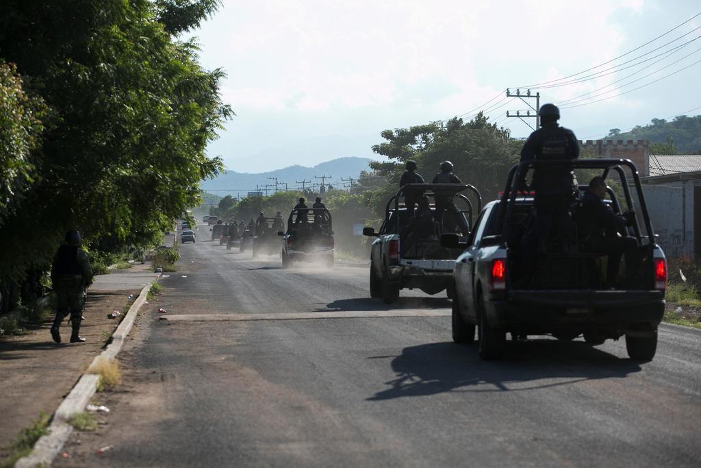 Grupos armados toman caminos en Michoacán