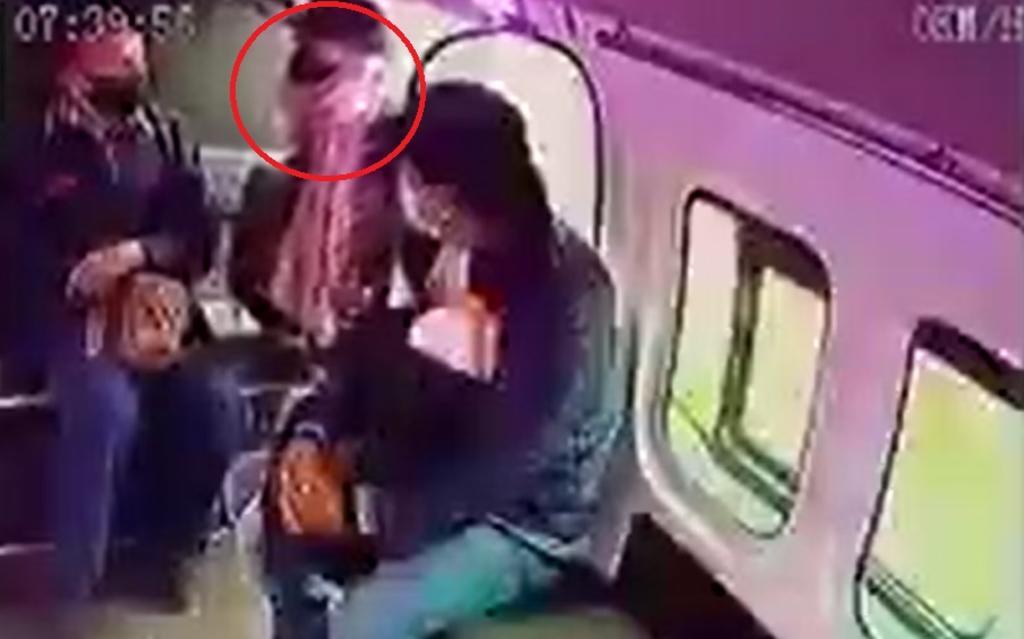 Sujeto intenta asaltar una combi en la México-Texcoco pero los pasajeros lo ignoran