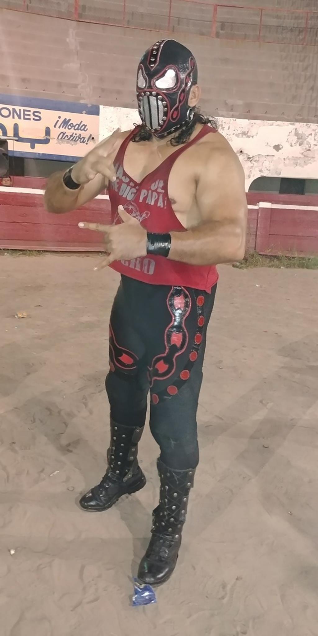 Nuevo capitulo de lucha libre dominical en la Plaza de Toros Torreón