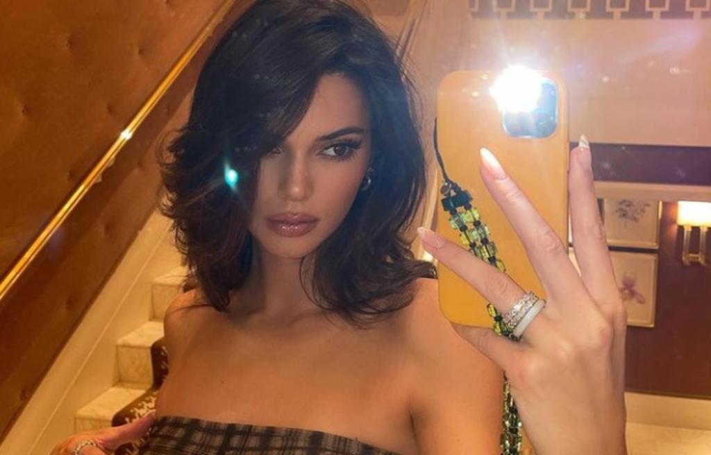 Kendall Jenner promociona su línea exclusiva de ropa con microbikini