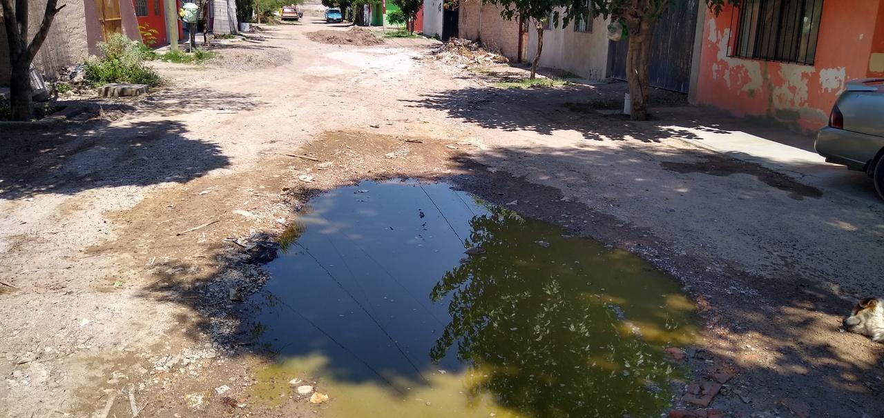 Persisten quejas por aguas negras en Centro de Lerdo
