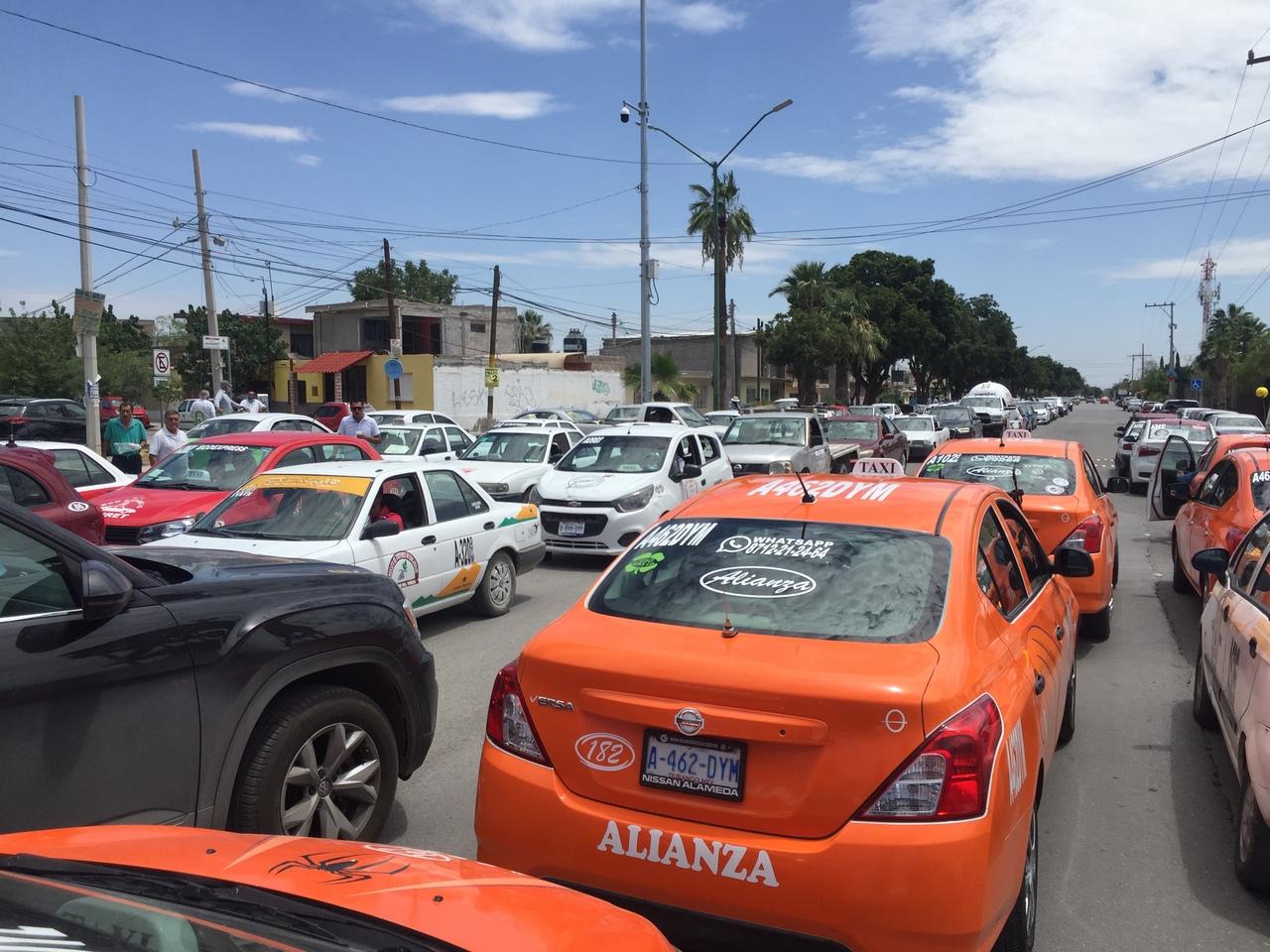 Taxistas de Gómez Palacio arman movilización