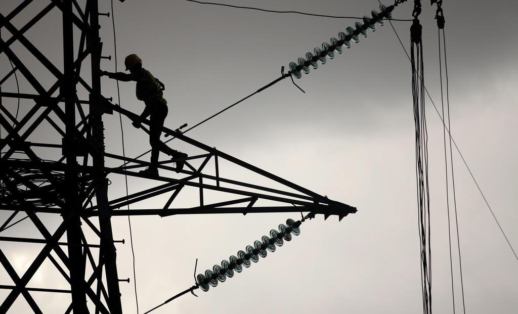 Tribunal federal reactiva la reforma eléctrica de AMLO