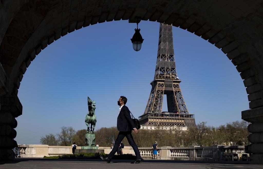 La Torre Eiffel reabre al público tras ocho meses de cierre por la pandemia
