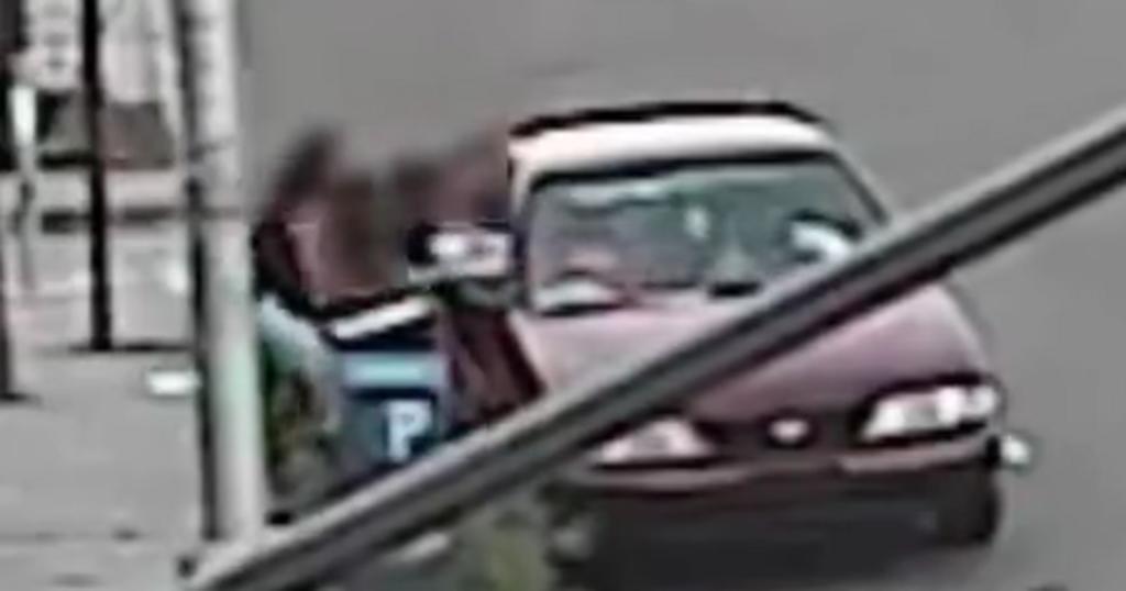 Mujer saca a su hijo de 5 años de edad del auto del hombre que intentó secuestrarlo