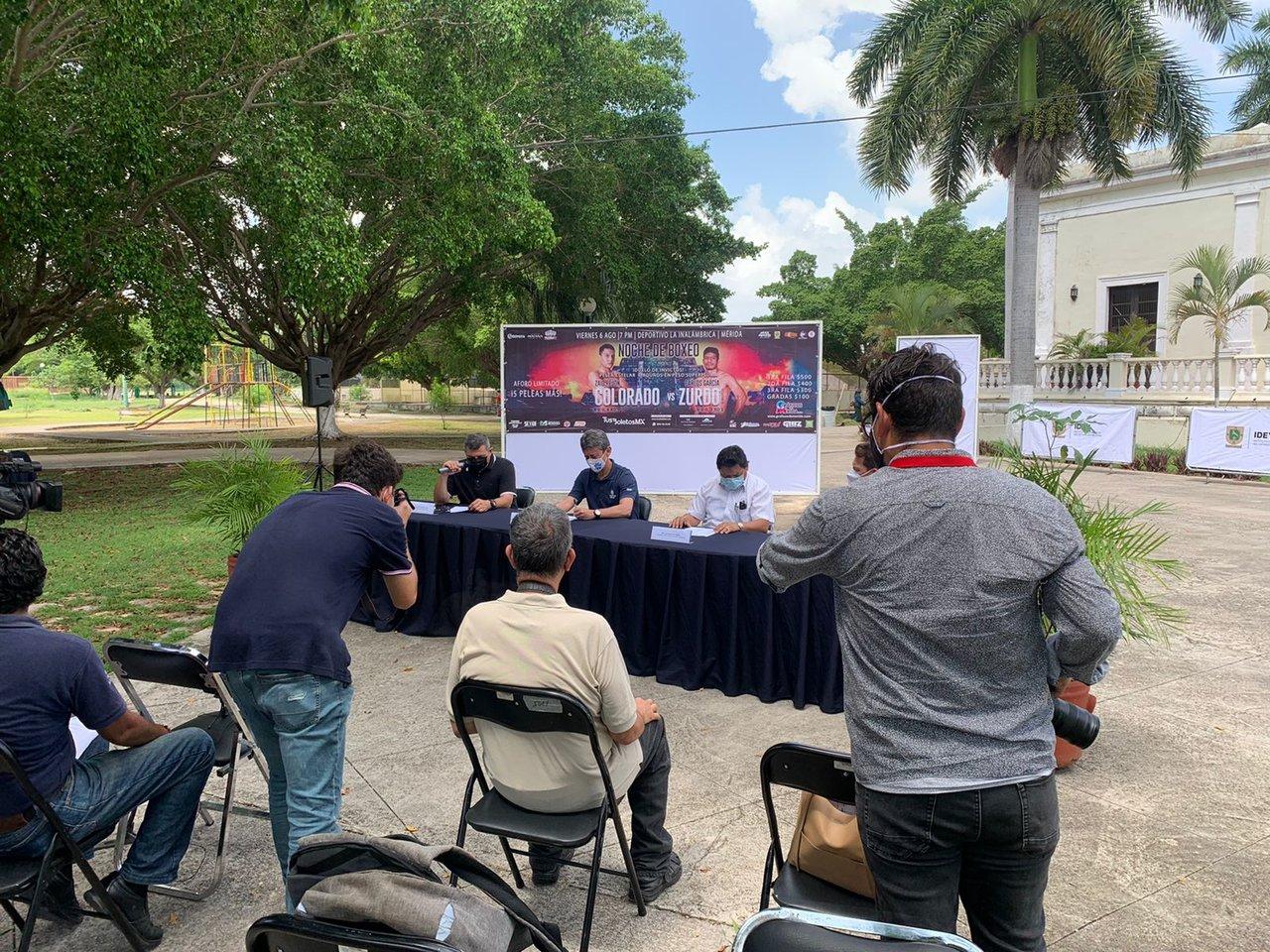 Público regresa a las funciones de boxeo en Yucatán