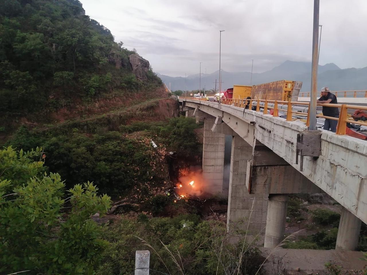 Colisionan en el puente Baluarte