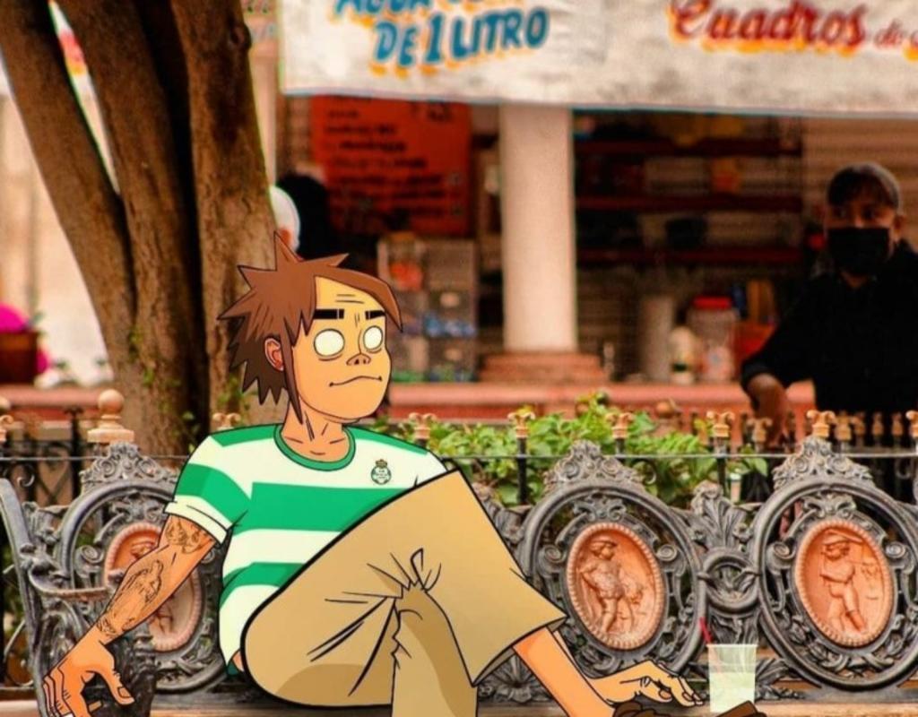 'Gorillaz' disfruta de un 'agua celis' en la Plaza de Armas de Torreón