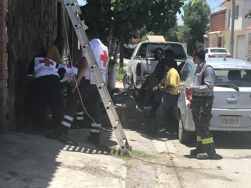 Hombre recibe descarga eléctrica en colonia Fuentes del Sur de Torreón