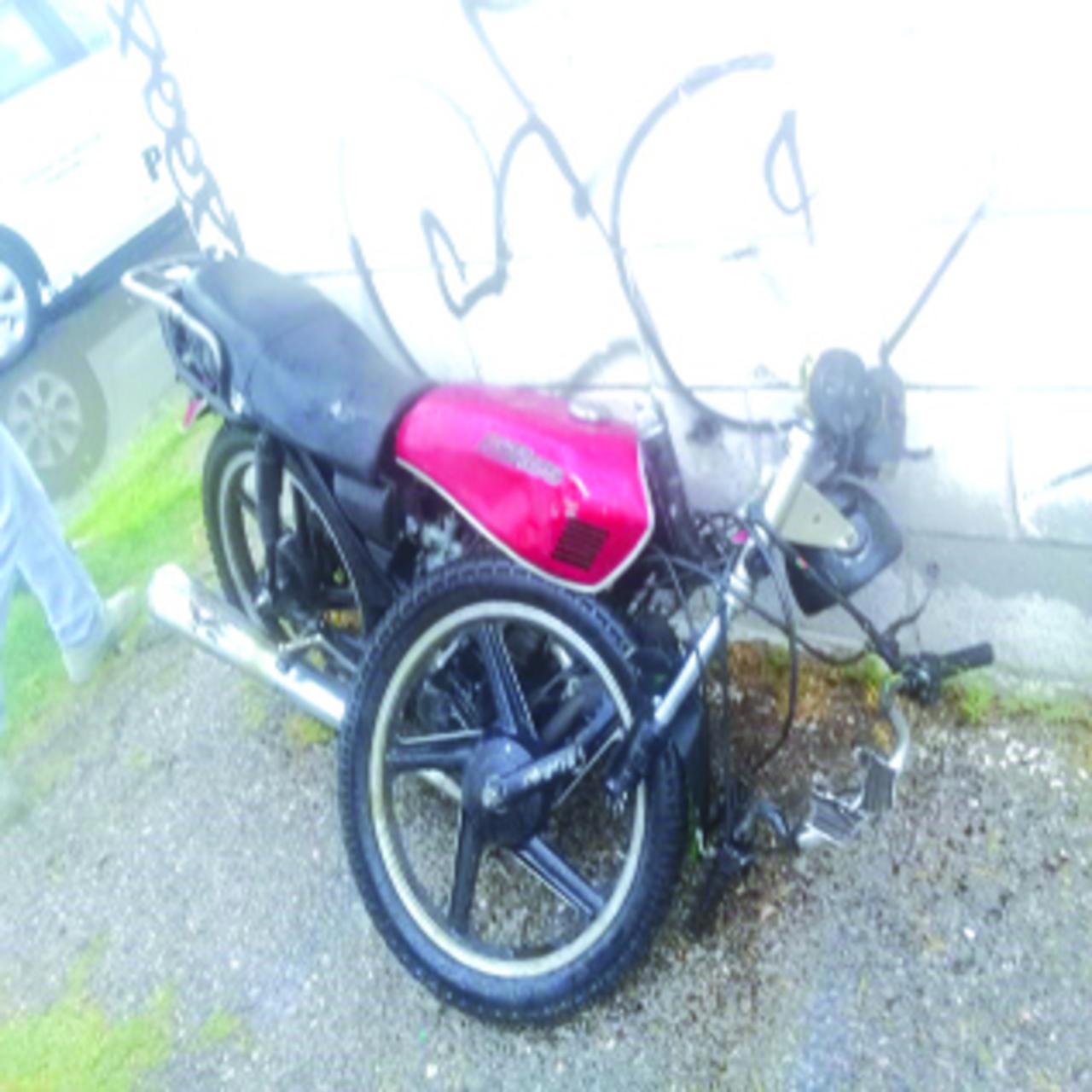 Derrapa su moto y muere