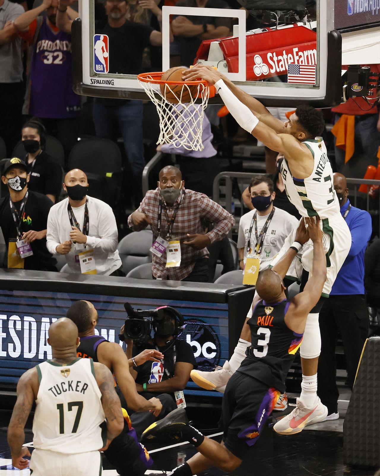 Bucks, a uno del título