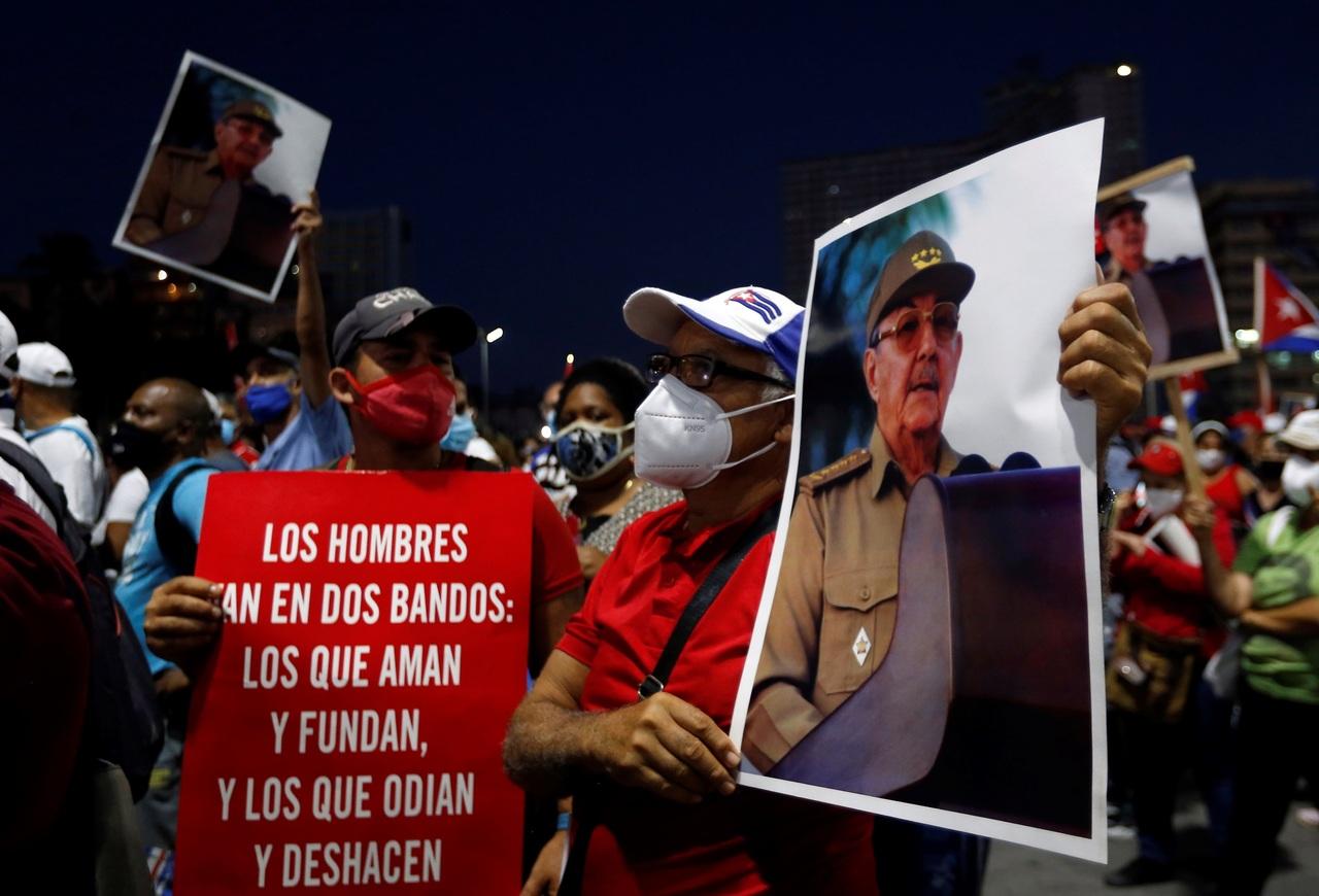 Realizan concentración masiva los seguidores del Gobierno cubano