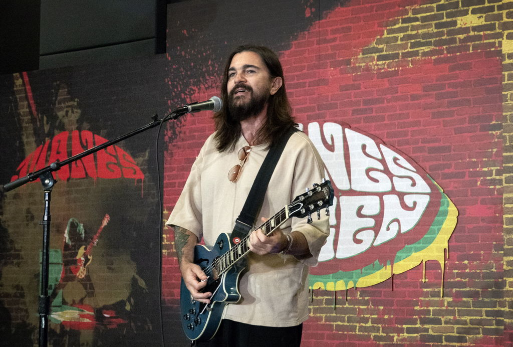 Juanes reniega del comunismo