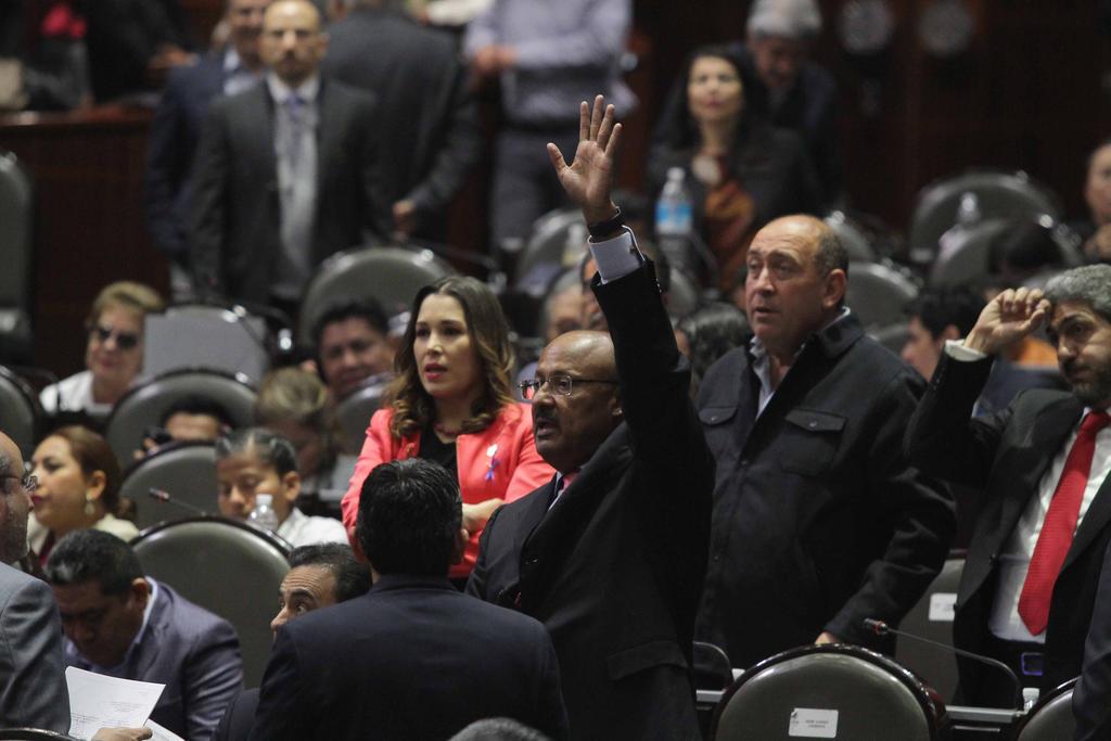 Rubén Moreira, entre diputados del PRI que apoyaron iniciativas presidenciales impulsadas por Morena