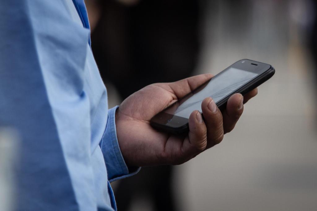 Investigación halla números telefónicos de periodistas y activistas mexicanos en lista de Pegasus