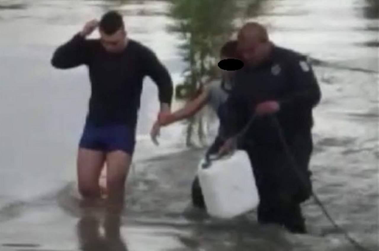 (VIDEO) Rescatan a niño que era arrastrado por la corriente del Río Tunal