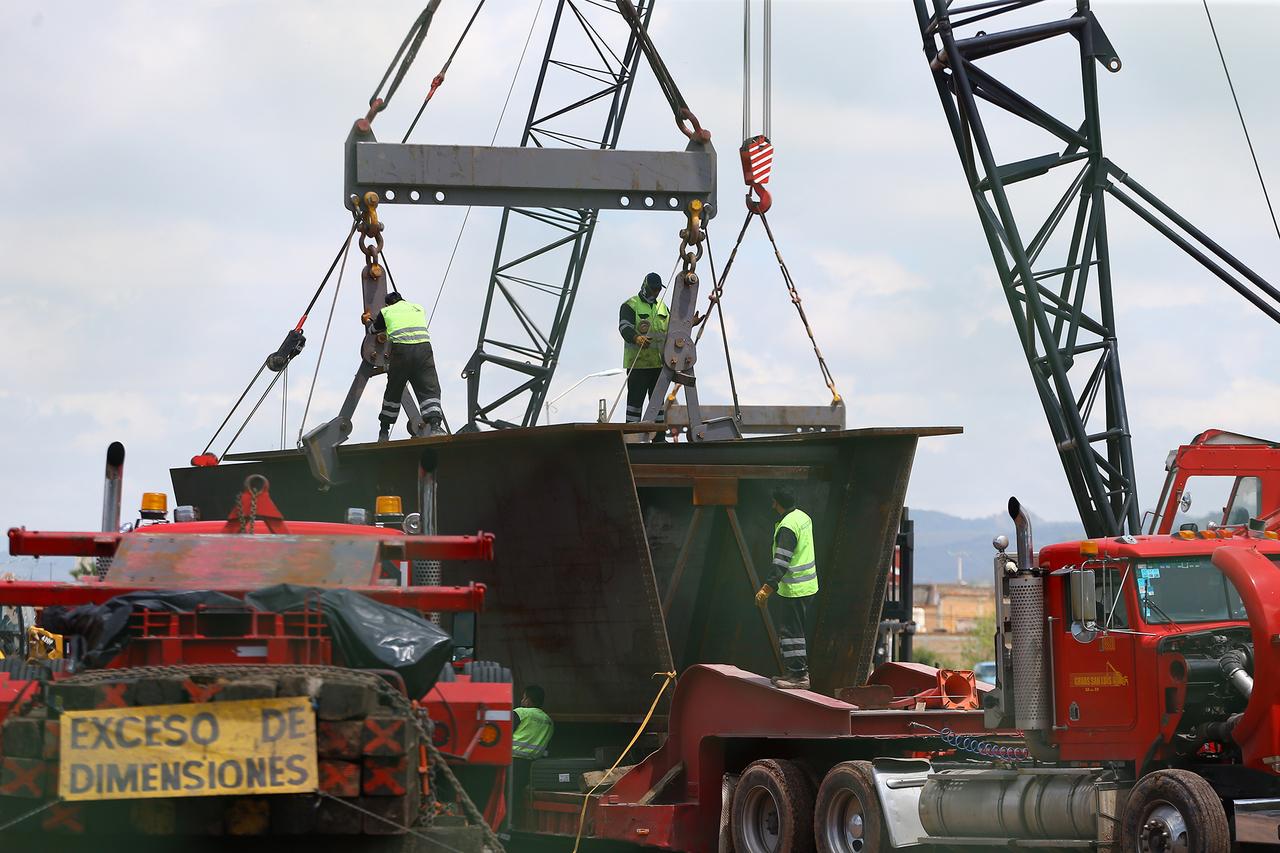 Trabajan a marcha forzada en obra del puente Francisco Villa